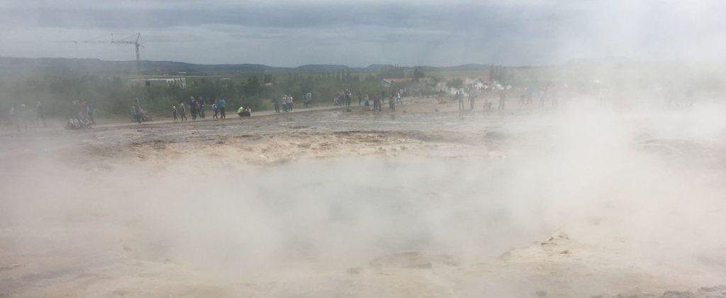 Zástupy turistů na Islandu